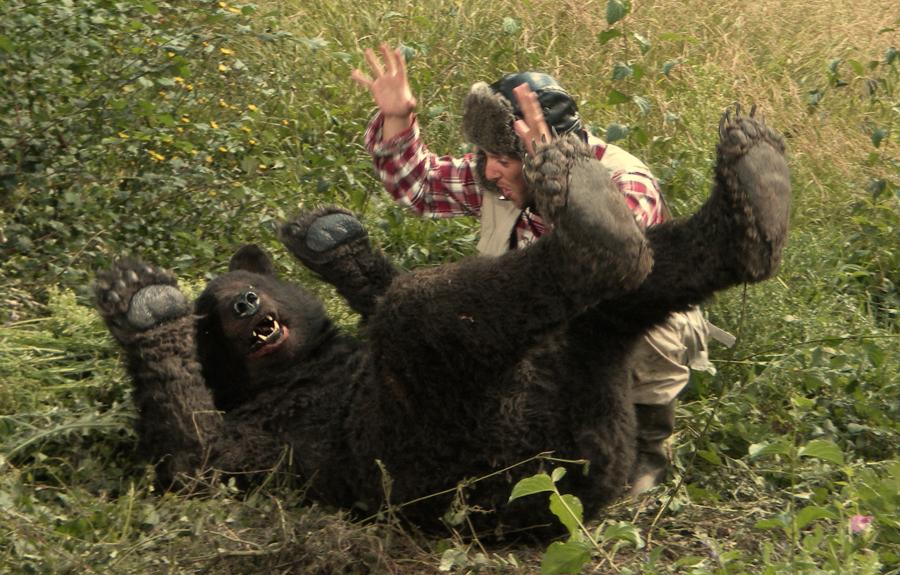 Надписями про, прикольная картинка охота на медведя